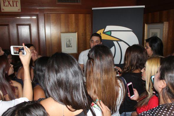 Unas afortunadas fans tuvieron la oportunidad de convivir con Kevin Orti...