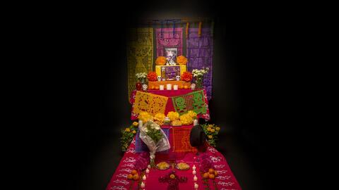 En México los altares se montan en casas, escuelas y tradicionalm...