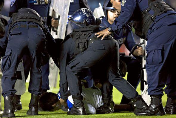 La policía no pudo contenerlos pero existieron algunos detenidos.