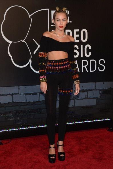 Miley Cyrus, tras iniciar su transformación, no sólo cambió su manera du...