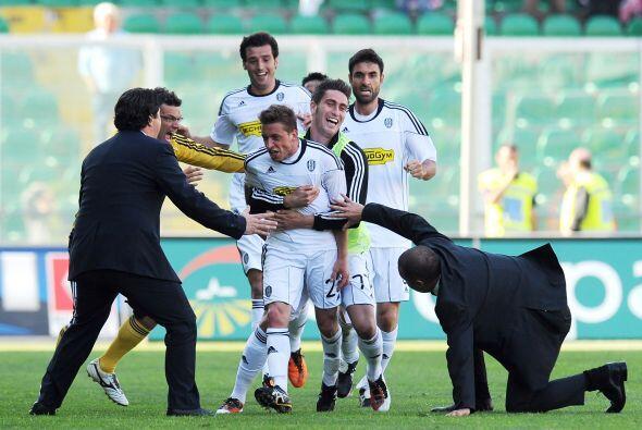 Aunque eso sí, esta gente del Cesena es bastante eufórica. Tras el gol d...
