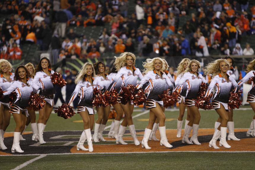 Checa las hermosas cheerleaders que llenaron de alegría la Semana 10 de...