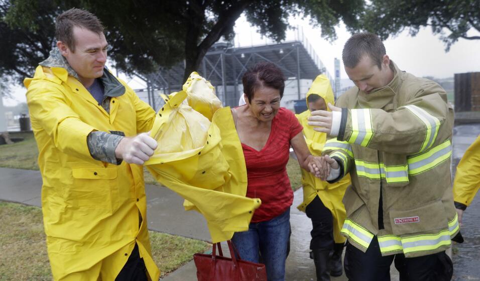 Las autoridades de Corpus Christi asisten a los habitantes que ser&aacut...