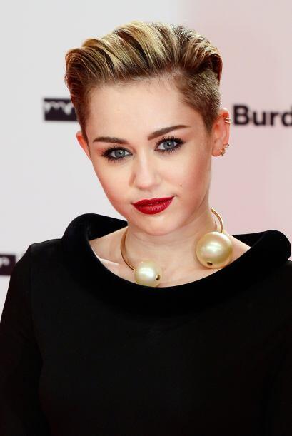 A los 15 años la actriz y cantante apareció en la portada de Vanity Fair...
