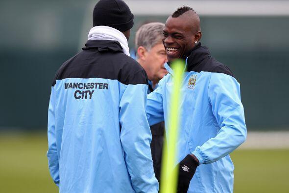 En otra ocasión, ya con el Manchester City', Mario, sin razón alguna, de...