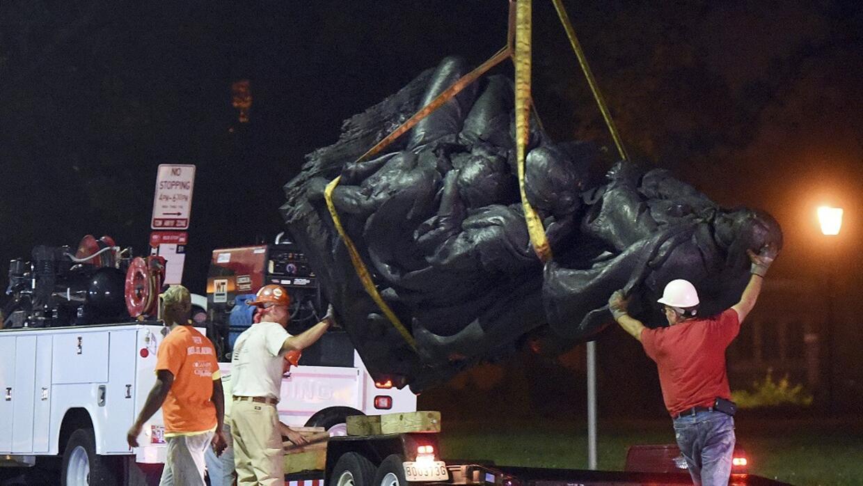 Retiran monumentos confederados de Baltimore