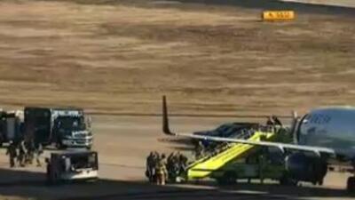 Pasajeros fueron evacuados de un vuelo de Delta y otro de Southwest. Fot...