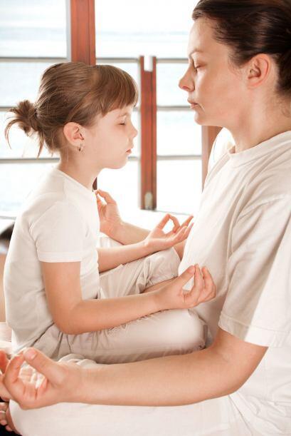 Yoga ¡y ruiditos! Relájate con tu hijo practicando yoga par...