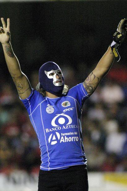 El ex portero utilizaba la máscara de Blue Demon en los goles de...