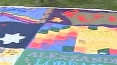 En Oakland se mostrarán se mostrarán dos paneles de la Colcha Conmemorat...