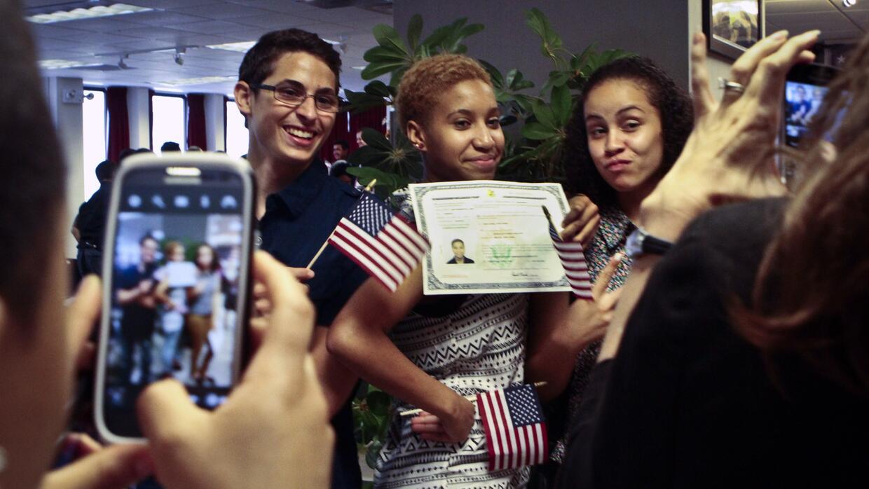 Actualmente los inmigrantes que se someten al examen de ciudadanía deben...