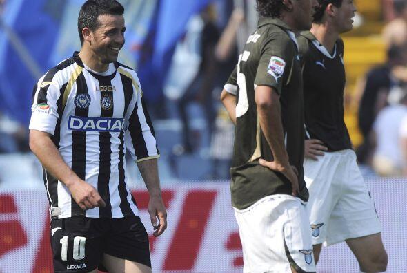 El héroe del encuentro fue el goleador Antonio Di Natale quien marcó en...