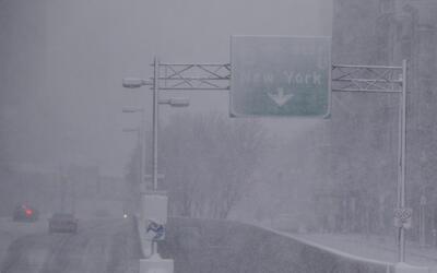 Intensas nevadas y fuertes vientos afectan ocho estados y al menos 50 mi...