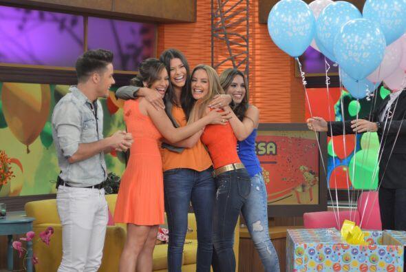 Todas las chicas se sumaron al abrazo y las felicitaciones para Anita, q...