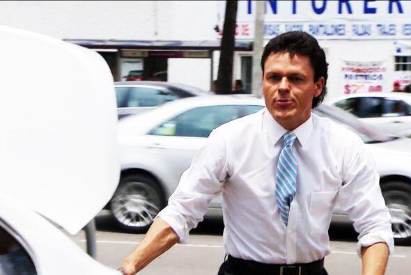 ¡Ahhh! Con que le quieres robar a Sofía. Pero, ¿qué crees? Salvador está...