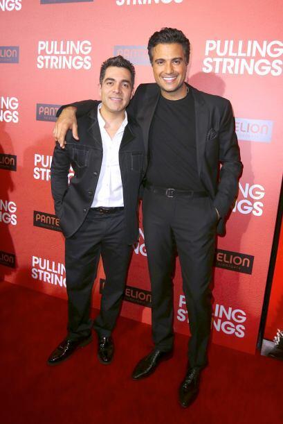Otro actor que mide 5 pies con 6 pulgadas es Omar Chaparro. Aquí podemos...