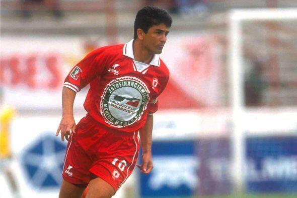José Roberto Gama de Oliveira mejor conocido como 'Bebeto' llegó en los...