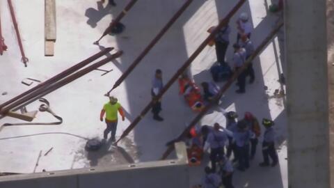 Tres empleados resultaron heridos tras caer de un andamio que colapsó en...