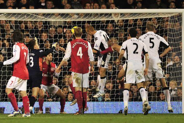 En una jugada a balón parado, Fulham igualó las cosas.