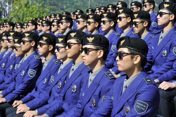 Corea del Sur presentó a su nueva policía turística, cuyo uniforme fue c...