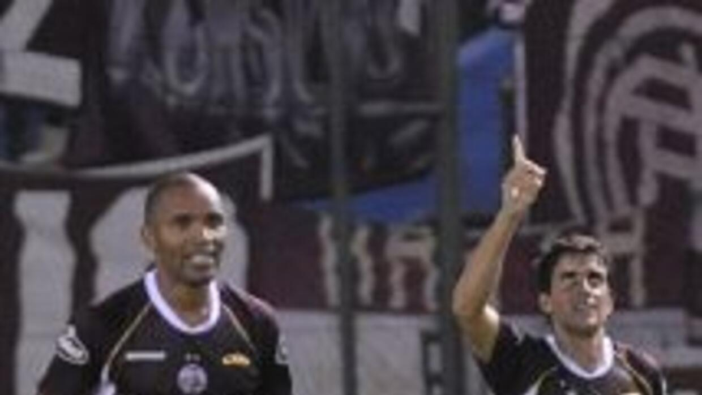Lanús es el único puntero e invicto del torneo argentino tras vencer por...
