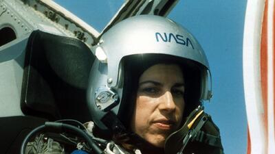Ellen Ochoa, la única astronauta latina que ha viajado al espacio, se retira después de 30 años en la NASA