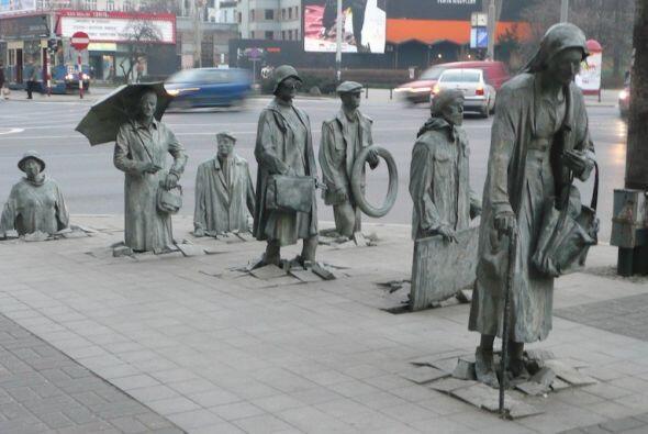 Transeúntes, Wroclaw (Polonia) - Emotivo homenaje a la gente que ha ten...
