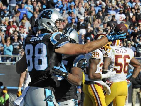Cam Newton se lució con 5 pases de TD para que los Panthers mantu...