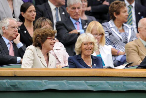 La esposa del príncipe Carlos de Inglaterra disfrutó del partido donde V...