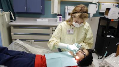 Los cuidados dentales son parte de los servicios incluidos en Medi-Cal.