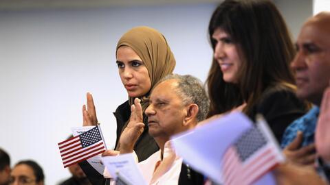 Cada año, miles de extranjeros reciben la ciudadanía estad...