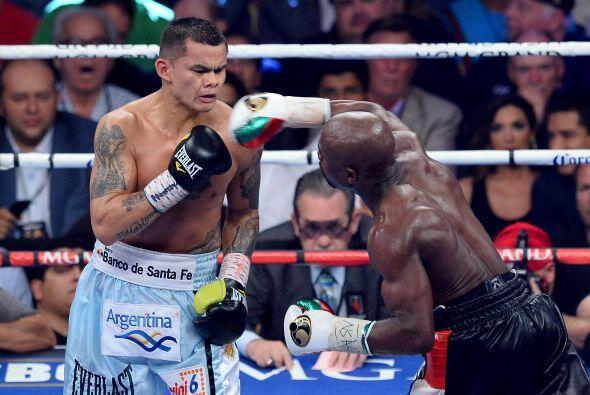 Cuando quiso, Floyd lanzó sus golpes y entraban en le rostro del...