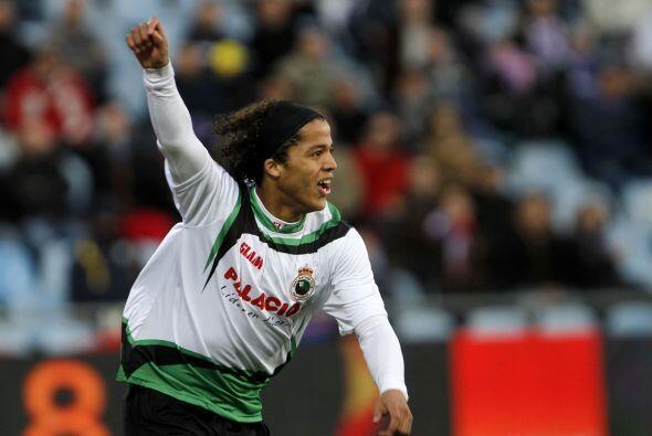 Para el inicio del 2011 se confirma la cesión al Racing de la Liga españ...
