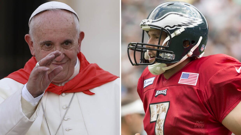 Fans de los Eagles piden que el Papa Francisco bendiga al QB Sam Bradford.