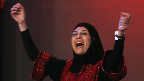 Hanan al-Hroub recibe su premio como Maestra Global del año