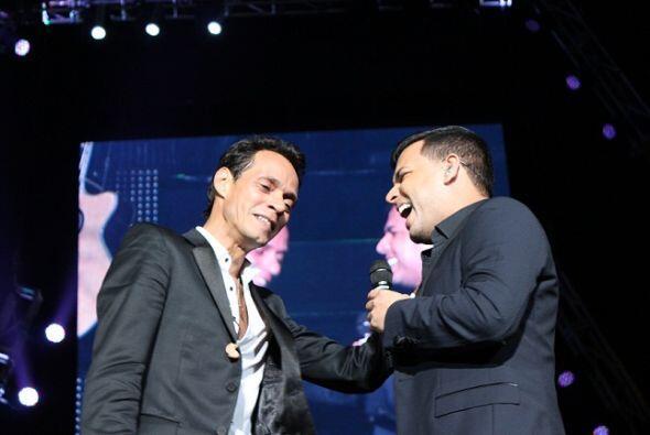 La sorpresa de la noche fue cuando apareció Tito El Bambino en el escena...
