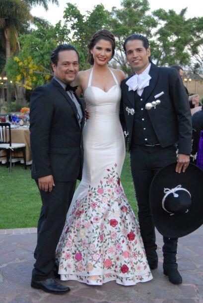 Adan Terriquez, diseñador de los tres vestidos que Ana luciría ese día,...