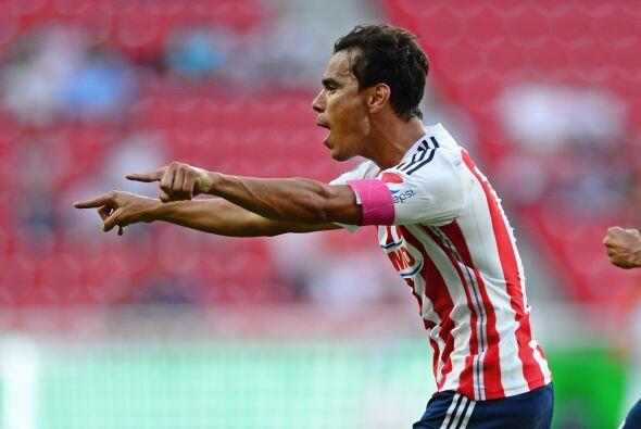 Al delantero de Chivas se le dan los clásicos ante América, ya que en va...