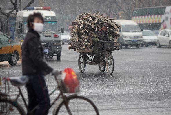 Las temperaturas cayeron entre 6 y 8 grados en varias partes del país, a...