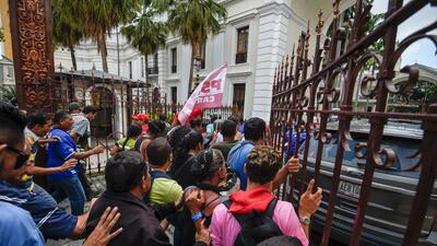 En fotos: Así fue la entrada por la fuerza de manifestantes chavistas al parlamento venezolano