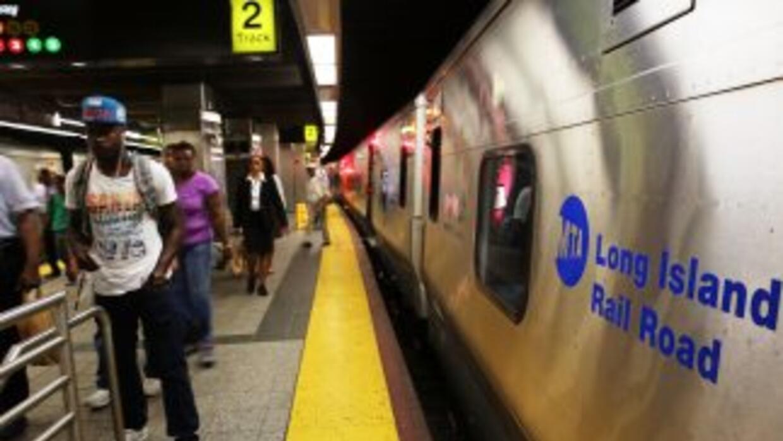 Gobernador Cuomo logra acuerdo que evitó huelga de trenes en Nueva York