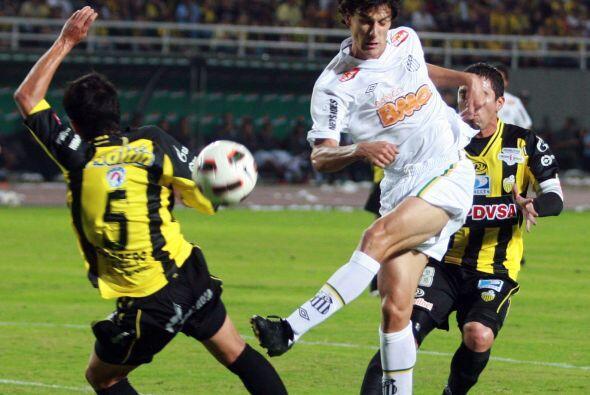 Cerro Porteño de Paraguay y Colo Colo, que sigue buscando técnico, son l...