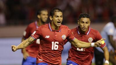 Cristian Gamboa celebra el gol de Costa Rica ante Haiti.