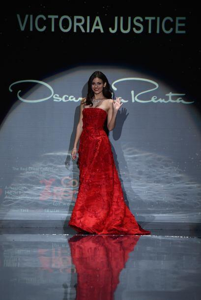 En la pasarela de The Heart Truth Red Dress Collection 2014, Victoria Ju...