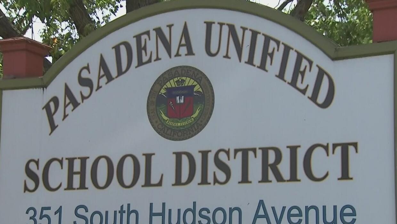 Madre de familia demanda al Distrito Escolar de Pasadena por amenazas de...