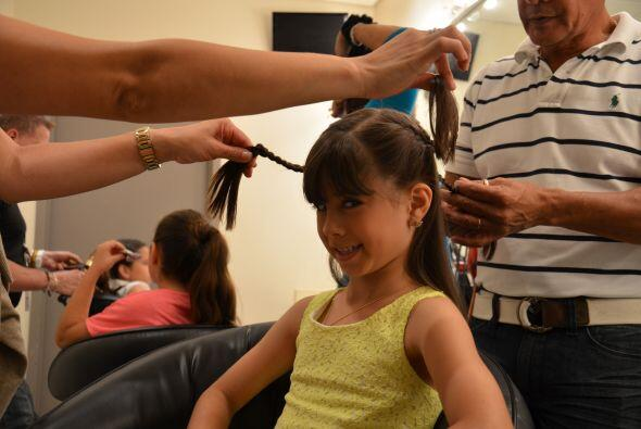 A las niñas hay que ponerlas muy lindas. ¡Que su cabello quede bonito y...