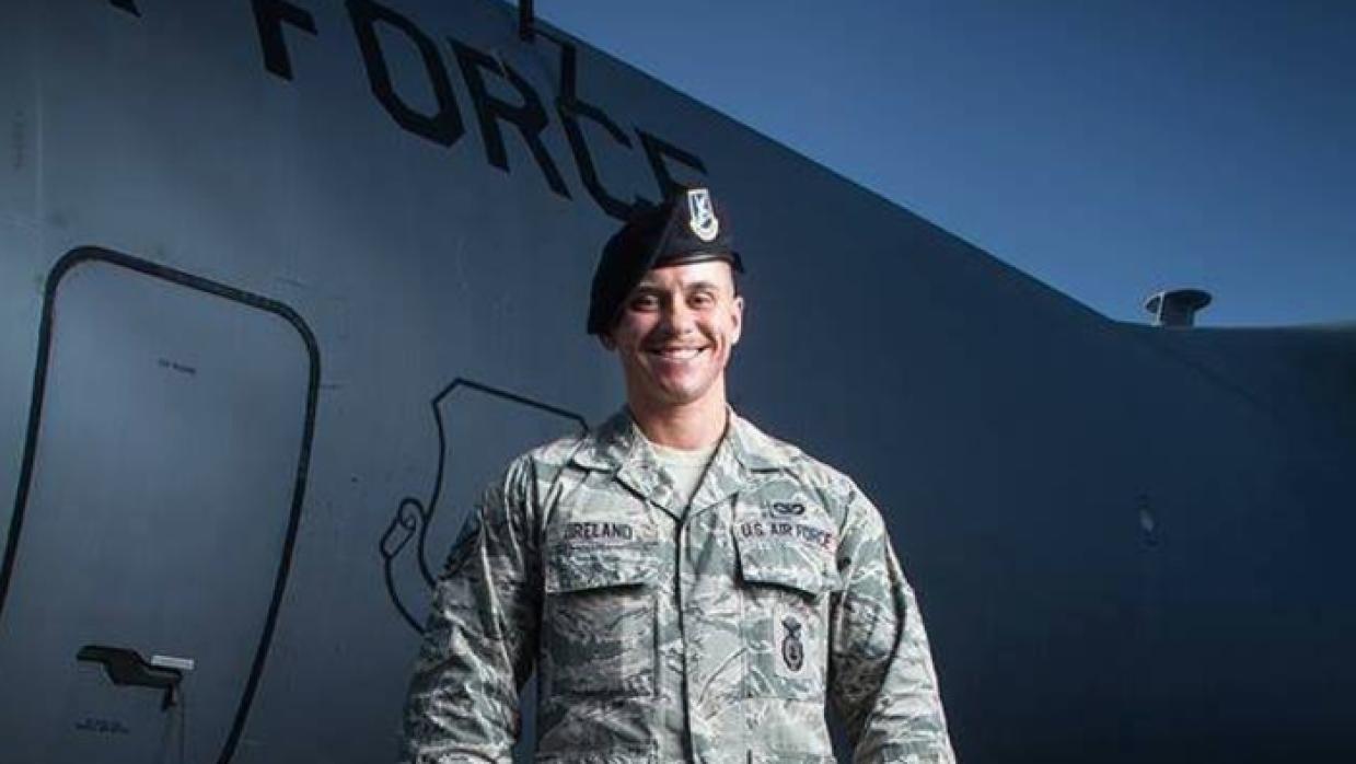 El soldado transgénero Logan Ireland, quien públicamente ha criticado el...