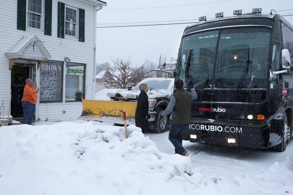 Primarias bajo la nieve en New Hampshire rubio-bus.jpg
