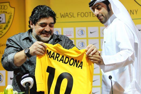 Diego Maradona sigue siendo noticia en los Emiratos Arabes, además de re...