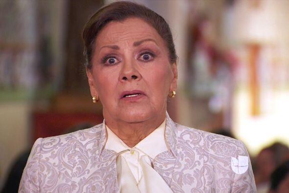 Doña Vicenta sabe que su nieto descubrió su más obscuro secreto.